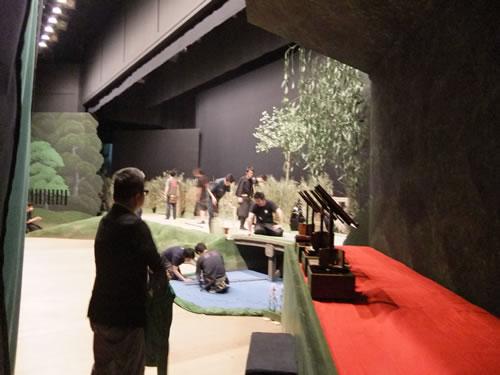 2011.6_shinbashienbujyo_kabuki_butai.jpg